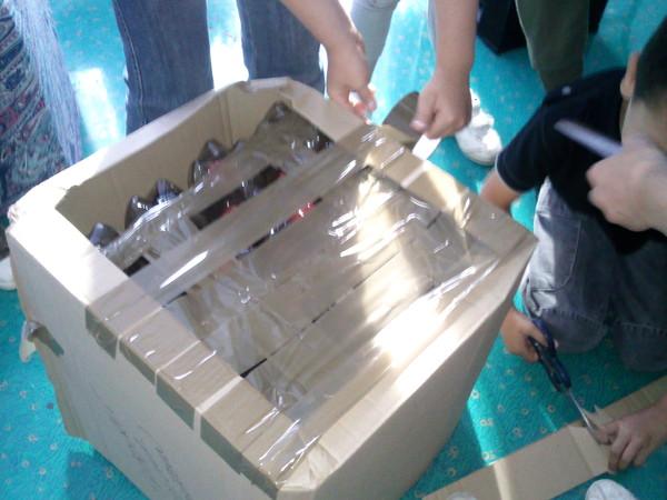 """fabrication du """"pouf"""" avec des bouteilles en plastique"""